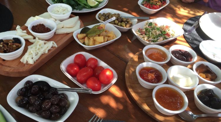zencefil cafe alanya, zencefil alanya, tyrkisk morgenmad, tyrkisk brunch, serpme kahvalti, alanya blogger, alanya blog, dansk i tyrkiet, dansker i udlandet,
