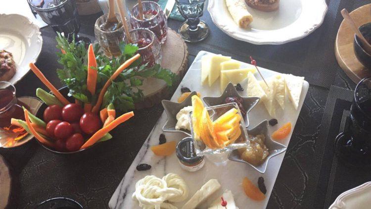 morgenmad på nerdek cafe, hyggelig cafe alanya, tyrkisk morgenmad, tyrkiske kager, tyrkisk kaffe, dansk i tyrkiet, alanya blog, alanya blogger